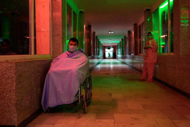 Ghaffar and Narin, in the corridor of the hospital after the transplant. Narin will be discharged three days after the surgery. Ghaffar will die three weeks later because of rejection. Iran, November 2014.